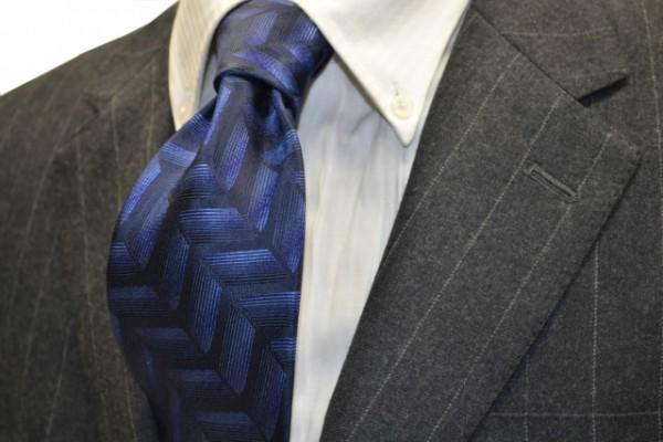 ネクタイ【ネイビー(紺)地に、ブルーのヘリンボーン変化織リネクタイ】