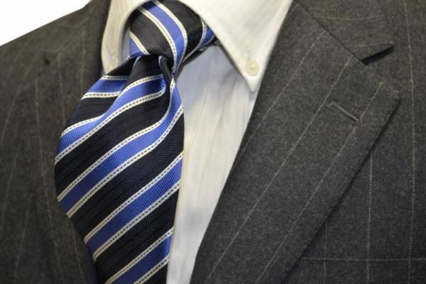 定番・市松模様 ネクタイ【紺(ネイビー)地に、ブルー、ホワイトのストライプネクタイ 】