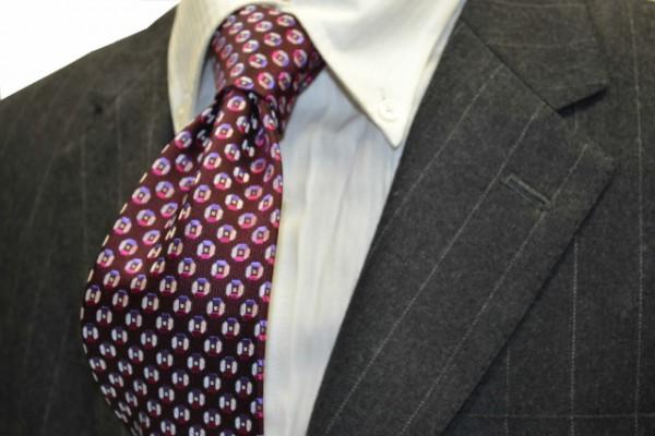 ネクタイ【エンジ地に、ローズピンク、パープルの小紋柄ネクタイ 】