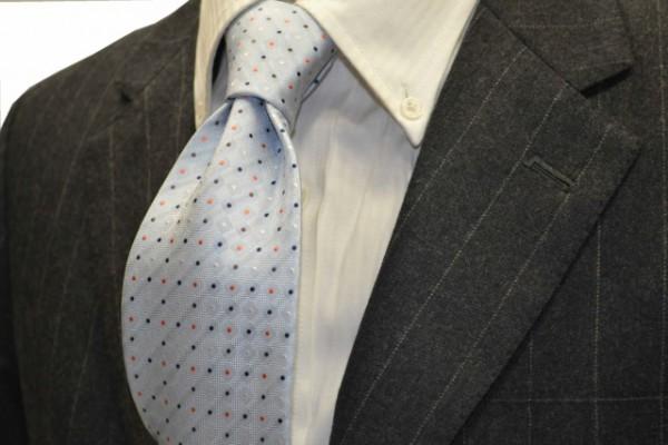 ネクタイ【水色地に、ホワイト、茶、オレンジ、ネイビーの小紋柄ネクタイ 】