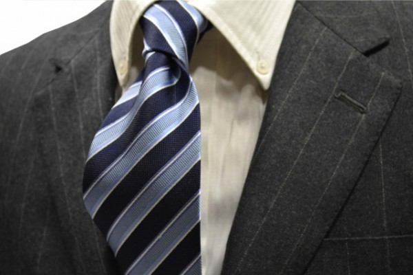 定番・市松模様 ネクタイ【薄いブルー、紺(ネイビー)、ホワイトのストライプネクタイ】