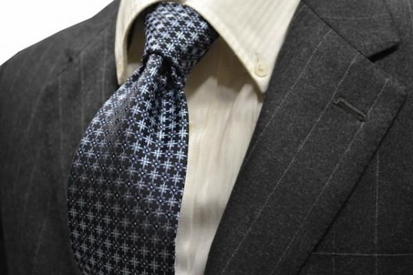 ネクタイ【ネイビー(紺)地に、明るい水色の小紋柄ネクタイ  】