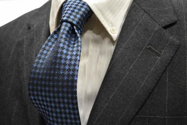 ネクタイ【チャコールグレー地に、ブルー、グレーの小紋柄ネクタイ  】