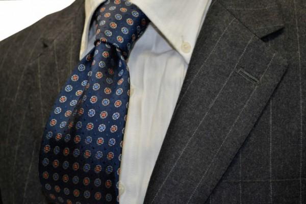 ネクタイ【ネイビー(紺)地に、グレー、ブルー、オレンジの小紋柄ネクタイ】