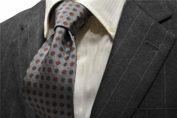 ネクタイ【グレー地に、茶、 ネイビー(紺)、赤の小紋柄ネクタイ            】