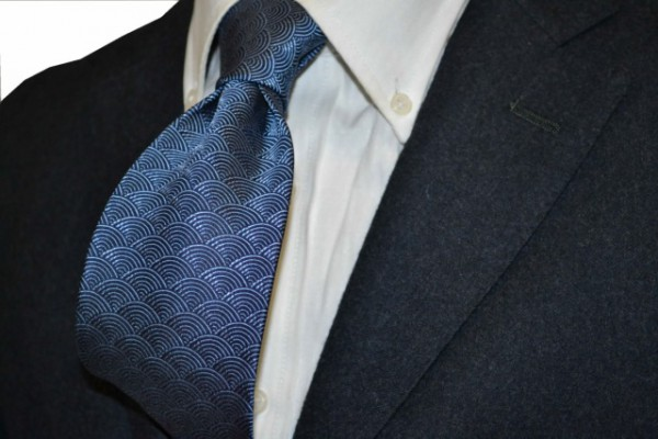 ネクタイ【ネイビー、薄ブルーの青海波(せいかいは)小紋柄ネクタイ】