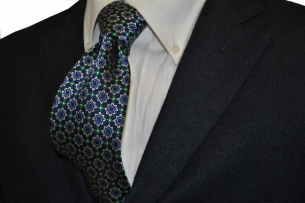 ネクタイ【紺地に、シルバー、、グリーン、ブルーの小紋柄ネクタイ】