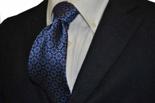 ネクタイ【ブルー地に、明るいネイビー、パープル、薄ブルーの小紋柄ネクタイ】