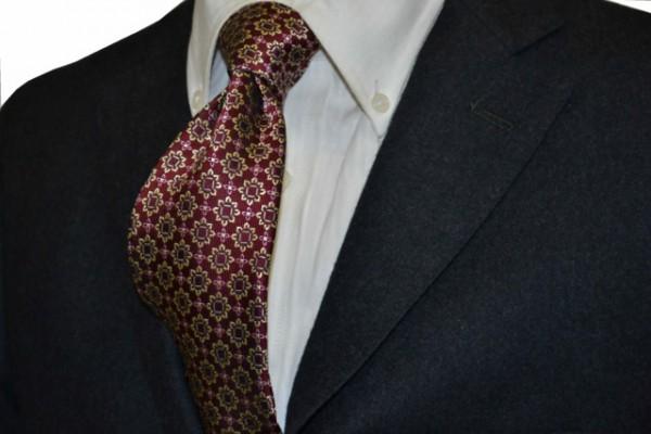ネクタイ【エンジ地に、ベージュ、グレー、ピンクの小紋柄ネクタイ】