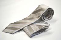 ネクタイ・ポケットチーフセット【シルバーグレー地に白のドット柄とブルーのストライプネクタイ&チーフセット】